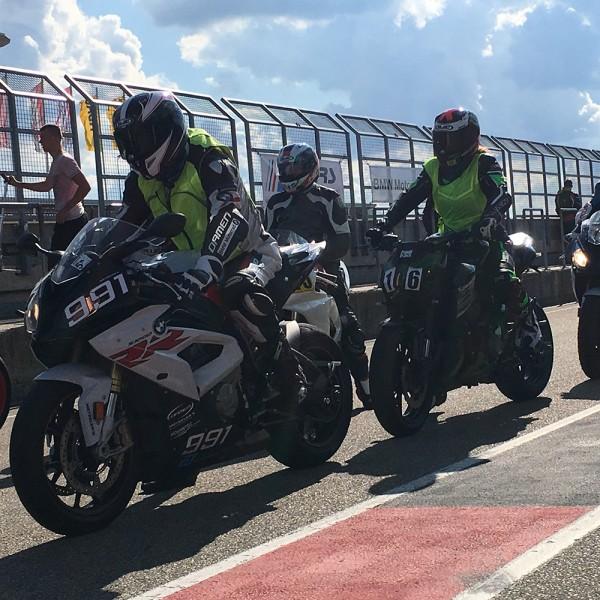 Trainingsprogramm von Racepool99 und der Moto Racing School